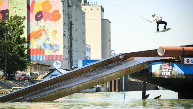 Red Bull Wake of Steel - The sunken ship is ready!